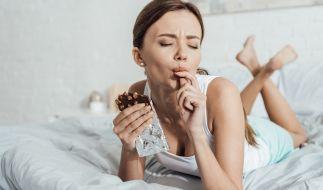 Auf manche Lebensmittel sollte man vor dem Schlafen möglichst verzichten. (Foto)
