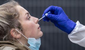Mehr als 15.000 Neuinfektionen. Das sind die Corona-News von Dienstag. (Foto)