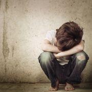 Zwei kleine Kinder aus Victoria (Australien) wurden von ihrer Pflegemutter auf unfassbare Weise gequält und misshandelt (Symbolbild).