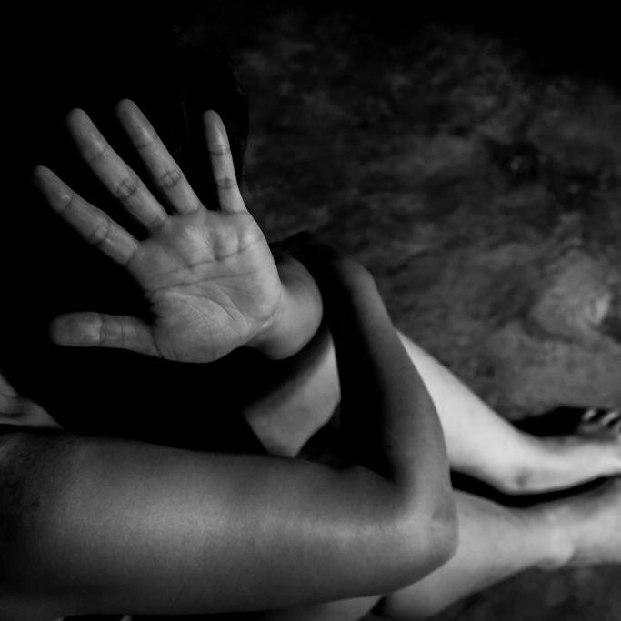 Elf Männer schänden Teenagerin (19) und werfen sie aus dem Fenster (Foto)