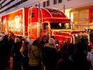 Die Coca-Cola-Weihnachtstrucks ziehen bei ihren Stopps jedes Jahr Tausende Besucher an. (Foto)