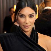 Kim Kardashian zeigt sich ganz natürlich.