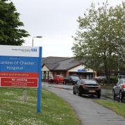 Zum wiederholten Male ist im nordenglischen Chester am Dienstag eine Krankenpflegerin wegen der mutmaßlichen Tötung mehrerer Babys festgenommen worden.