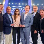 Wer wird Millionär am 10.11.2020 auf RTL - v.l.: Stefan Kretzschmar, Jörg Wontorra, Laura Wontorra, Dr. Eckart von Hirschhausen, Moderator Günther Jauch und Ralf Schmitz.
