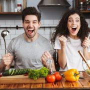 Mit DIESEN Tricks geht's in der Küche schneller (Foto)