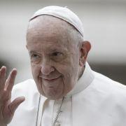 """""""Geil wie die Hölle!"""" Papst liked Foto von Model - Twitter-Nutzer sind geschockt (Foto)"""