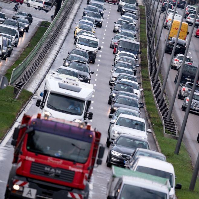 Droht bald das Aus für Benziner und Diesel-Autos? (Foto)