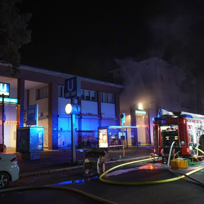 Feuer-Inferno in U-Bahnhof - 4 Verletzte nach Ladenbrand (Foto)