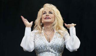 """Dolly Parton ziert mit 75 wohl wieder den """"Playboy"""". (Foto)"""