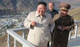 Kim Jong-un ist wieder aufgetaucht. (Foto)