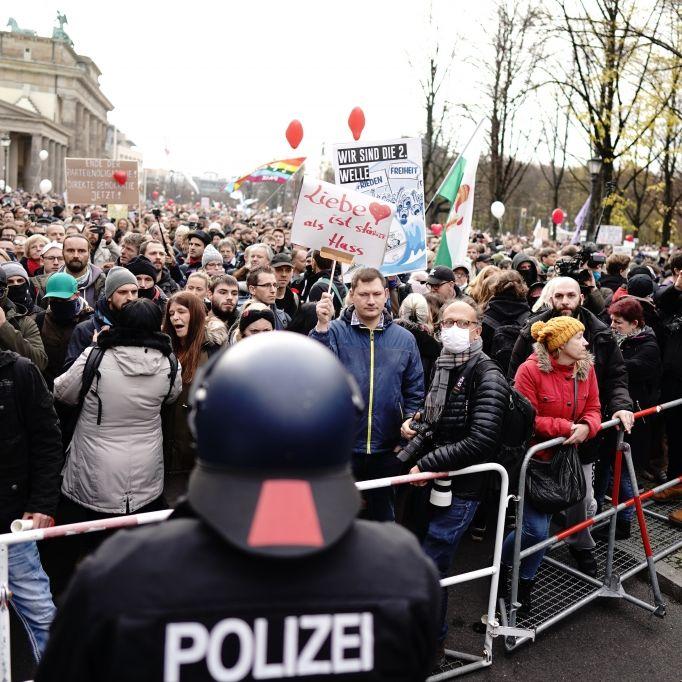 Festnahmen nach Demo-Auflösung - Polizei meldet 10 verletzte Beamte (Foto)
