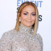 Jennifer Lopez sieht auch mit 51 noch verdammt heißt aus.