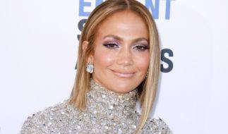Jennifer Lopez sieht auch mit 51 noch verdammt heißt aus. (Foto)