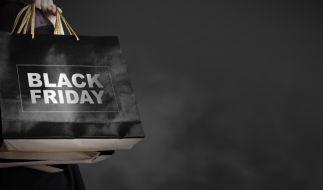 Der Black Friday und Cyber Monday locken wieder mit Schnäppchen, doch Umfragen zufolge fällt das Interesse an der Schnäppchenjagd in diesem Jahr eher mäßig aus. (Foto)