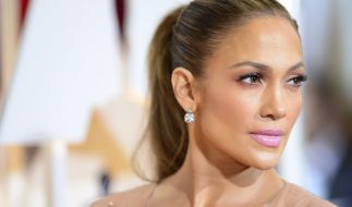 Sängerin und Schauspielerin Jennifer Lopez ließ in dieser Woche ganz schön tief blicken. (Foto)