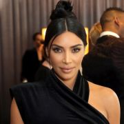 Auf Instagram riskierte Kim Kardashian einen goldenen Höschen-Blitzer.
