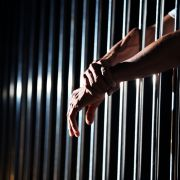 Ein Kinderschänder erhofft sich eine vorzeitige Haftentlassung, wenn er sich kastrieren lässt.