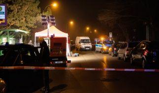 Bei einer Auseinandersetzung an einer Augsburger Bushaltestelle ist ein Mann getötet worden. (Foto)