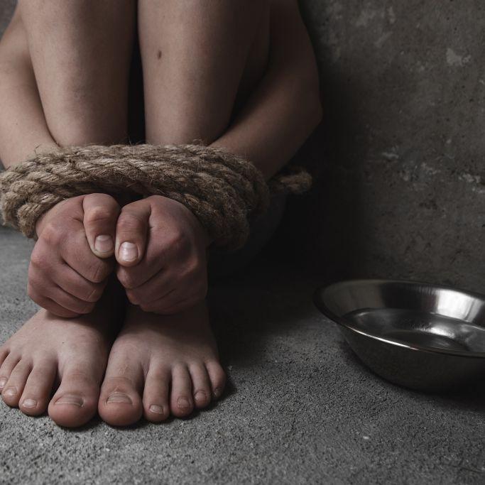 Mit Gürteln und Stromkabeln: Horror-Eltern foltern Tochter und Sohn (Foto)