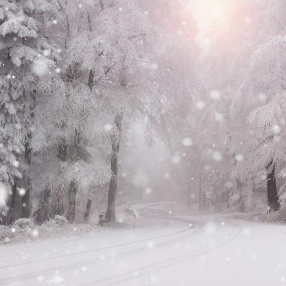 Schnee und Eis zum Dezemberstart! Schwerverletzte durch Glätte-Unfälle (Foto)