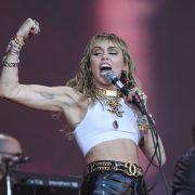 Von wegen abgeblättert! HIER legt Miley ALLES ab (Foto)