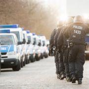 Polizei im Einsatz! Unbekannter schießt auf offener Straße um sich (Foto)