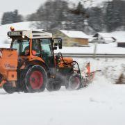 Klinik! Junge (12) beim Schneeräumen mit Traktor schwer verletzt (Foto)