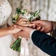 Irre Zwangsheirat! TV-Star musste ihren Stief-Opa heiraten (Foto)