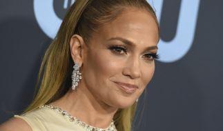 Jennifer Lopez hat reichlich Männerbesuch auf der Schulter. (Foto)