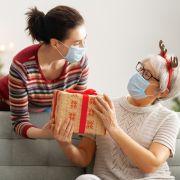 Corona-Infektion durch Weihnachtsgeschenke? Ein Faktenchteck (Foto)