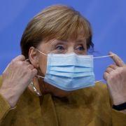 Bundeskanzlerin steht beiRegierungsbefragung Rede und Antwort (Foto)