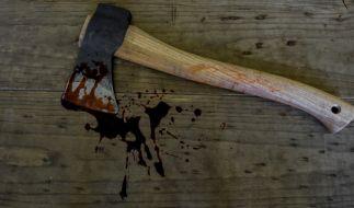 Stalker erschlägt Mutter seines Opfers mit der Axt. (Symbolfoto) (Foto)
