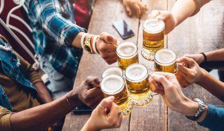 Forscher warnt: Macht Alkohol die Corona-Impfung wirkungslos? (Symbolfoto) (Foto)
