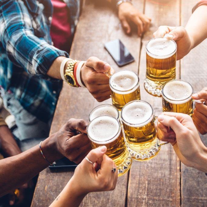 Forscher fordert Verbot! Macht Alkohol den Corona-Impfstoff unwirksam? (Foto)