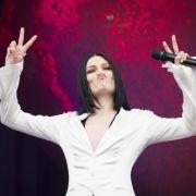 Sängerin zieht blank! So freizügig grüßt sie uns aus ihrem Bett (Foto)