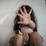 Flüchtlingsmädchen (3) vergewaltigt! Sie lag halb ertrunken in der Toilette (Foto)