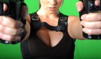 Als neue Lara Croft präsentiert sich Kurvenwunder Demi Rose ihren Fans. (Foto)