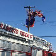 Weihnachtsmann abgestürzt! Feuerwehr rettet Santa aus Stromleitung (Foto)