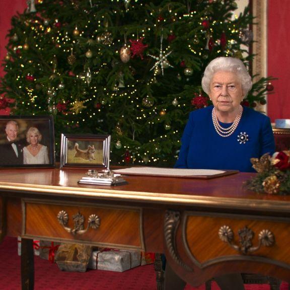 Brisantes Weihnachtsvideo! HIER lästert die Queen über Meghan (Foto)