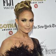 Klamotten Ade! J-Lo heizt als sündiger Engel ein (Foto)