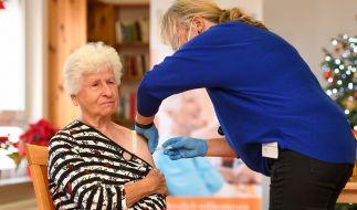 Die Impfungen gegen das Coronavirus sind in Deutschland haben begonnen. Für Geimpfte soll es keine Sonderrechte geben, heißt es aus der Politik. (Foto)