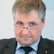 Wolfgang Steiger, Generalsekretär des CDU-Wirtschaftsrates, geht auf die Geissens los.