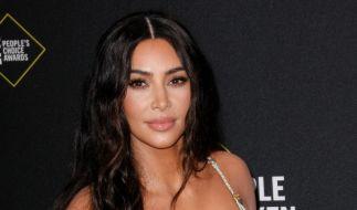 Kim Kardashian präsentiert ihre neueste Unterwäsche-Kollektion am eigenen Körper. (Foto)