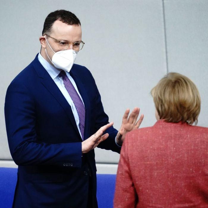 Wie zerrüttet das Verhältnis von Spahn und Merkel wirklich sein soll (Foto)