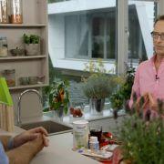 Mit gesunder Ernährung heilen: Dr. Matthias Riedl hilft Patienten auch im TV.
