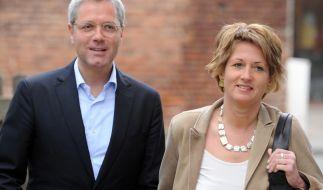 CDU-Spitzenkandidat Norbert Röttgen und seine Frau Ebba im Jahr 2012 in Königswinter auf dem Weg zur Stimmabgabe für die Landtagswahl. (Foto)