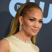 Jennifer Lopez postete einen Schnappschuss im heißen Swimsuit. Die Fans neckten J.Lo dafür