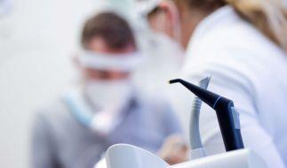 Die Staatsanwaltschaft prüft gerade rechtliche Schritte gegen den Impf-Zahnarzt. (Symbolfoto) (Foto)