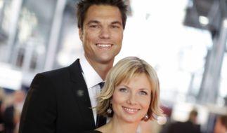 Die (damals schwangere) Moderatorin Ilka Eßmüller und ihr Mann Boris Büttner vor der Verleihung des Deutschen Fernsehpreises im Jahr 2009. (Foto)