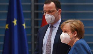 Jens Spahn und Angela Merkel haben sich zu einem geheimen Corona-Gipfel im Kanzleramt getroffen. (Foto)